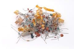 Geassorteerde elektronikacomponenten stock afbeelding