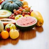 Geassorteerde en gemengde vruchten Stock Afbeeldingen
