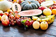 Geassorteerde en gemengde vruchten Royalty-vrije Stock Foto's