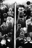 Geassorteerde flessen abstracte achtergrond B&W Royalty-vrije Stock Afbeeldingen