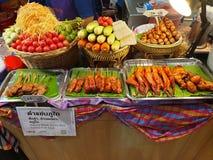 Geassorteerde groenten en vleestribune royalty-vrije stock foto's