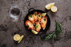 Geassorteerde heerlijke geroosterde barbecuevlees en zeevruchten stock afbeeldingen
