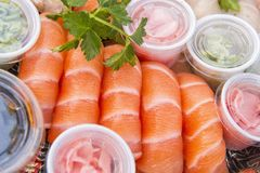 Geassorteerde Japanse sushi op een plaat Stock Foto