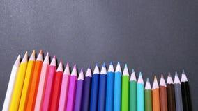 Geassorteerde Kleurrijke Kleurenpotloden stock foto's