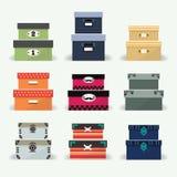 Geassorteerde kleurrijke organisator en decoratie geplaatste dozen Stock Illustratie