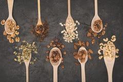 Geassorteerde noten in lepels Royalty-vrije Stock Afbeelding