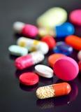 Geassorteerde pillen en capsules royalty-vrije stock afbeeldingen