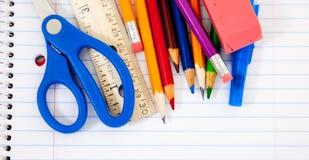 Geassorteerde schoollevering met notitieboekjes royalty-vrije stock foto's