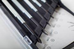 Geassorteerde schroevedraaiers die verschillende grootte tonen stock fotografie