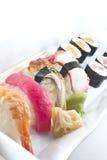 Geassorteerde sushischotel stock afbeeldingen