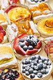 Geassorteerde taartjes en gebakjes Royalty-vrije Stock Foto's