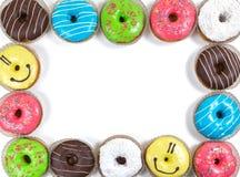 Geassorteerde verglaasde doughnuts in verschillende kleuren Royalty-vrije Stock Fotografie
