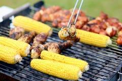 Geassorteerde vlees en groenten op barbecue gril Royalty-vrije Stock Foto