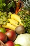 Geassorteerde Vruchten en Vegetabales Stock Foto's