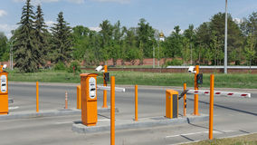 Geautomatiseerd autoparkeren met kabeltelevisie Kabeltelevisie-cameranummerplaat Royalty-vrije Stock Foto's