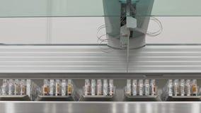 Geautomatiseerd medisch tests robotachtig hulpmiddel, klinisch diagnoselaboratoriummateriaal stock video