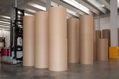 Geautomatiseerd pakhuis (document) met robotachtige vorkheftruck stock afbeeldingen