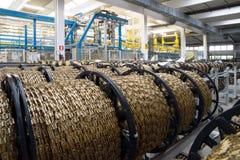Geautomatiseerde fabrieksinstallatie voor elektrocomponent Stock Fotografie