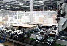Geautomatiseerde houten fabriek stock fotografie