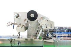 Geavanceerd technisch en modern nieuw automatisch voedsel en andere verpakkingsmachine met plastic rol voor industriële geïsoleer stock foto's