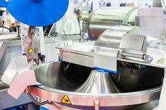 Geavanceerd technisch en multifunctioneel automatisch voedsel die machine voor industrieel maken zoals het malen hakkend of snijd royalty-vrije stock foto