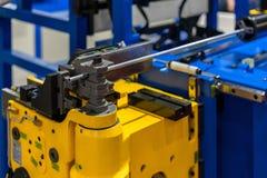 Geavanceerd technische en precisiecnc automatische pijp of buis buigende machine voor industrieel stock foto