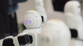 Geavanceerd technische Toekomst en Wetenschapsconcept Het slimme Humanoid-Robots Dansen Dansende robots Toekomstig technologiecon royalty-vrije stock afbeelding