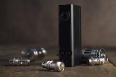 Geavanceerd vaping apparaat, e-sigaret op de lijst stock foto's