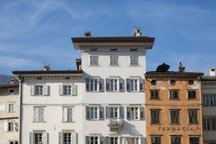 Gebäude bei quadratischem Piazza Duomo, Trento, Italien lizenzfreies stockfoto