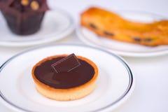 Gebäck-Nachtisch mit Schokolade stockbilder