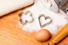 Gebäck, Nudelholz, Eier und Abbildungen für Plätzchen Lizenzfreies Stockfoto
