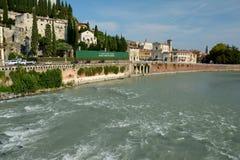 Gebäude in Adyga-Fluss in Verona, Italien Lizenzfreies Stockbild