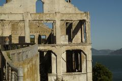 Gebäude in alcatraz Insel lizenzfreies stockbild