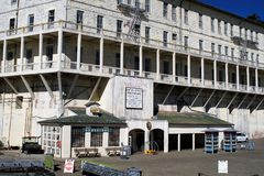Gebäude in alcatraz Insel stockbilder