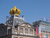 Gebäude in Amsterdam ist während der Einweihung gekrönt worden stockfotos
