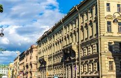 Gebäude auf dem Admiralitäts-Damm in St Petersburg, Russi Lizenzfreies Stockfoto