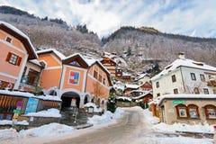 Gebäude auf dem Hügel in Hallstatt, Österreich Lizenzfreie Stockfotografie