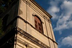 Gebäude auf der Straße in der historischen Mitte des Lembergs in Ukr Lizenzfreie Stockbilder