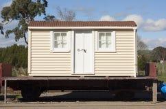 Gebäude auf Eisenbahnwagen Lizenzfreie Stockfotografie