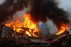 Gebäude auf Feuer Stockbild