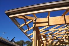 Gebäude-Dachgesims Instrumententafel und Gossedetail Stockbilder
