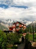 Gebäude in den indischen Bergen lizenzfreie stockbilder