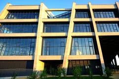 Gebäude der Fähigkeit des Tiefbaus am Universitätsgelände in der kroatischen Stadt von Osijek lizenzfreie stockfotos