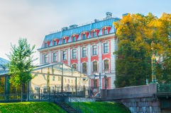 Gebäude der Highschool von Volkskünsten am Griboyedov-Kanaldamm in St Petersburg, Russland Stockbilder