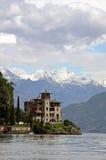 Gebäude der italienischen Architektur in See Como Lizenzfreie Stockfotografie