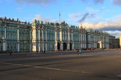 Gebäude der quadratischen Stadt des Winter-Palastes und des Palastes von St Petersburg Lizenzfreie Stockfotografie