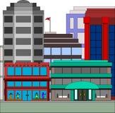 Gebäude in der Stadt mit Bekleidungsgeschäft Stockbild