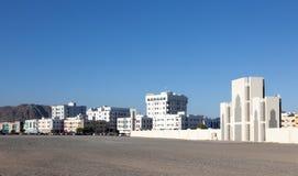 Gebäude in der Stadt von Fujairah Stockbild
