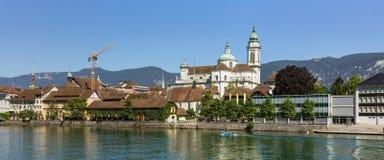 Gebäude der Stadt von Solothurn entlang dem Aare-Fluss Lizenzfreies Stockbild