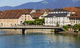 Gebäude der Stadt von Solothurn entlang dem Aare-Fluss Stockfoto